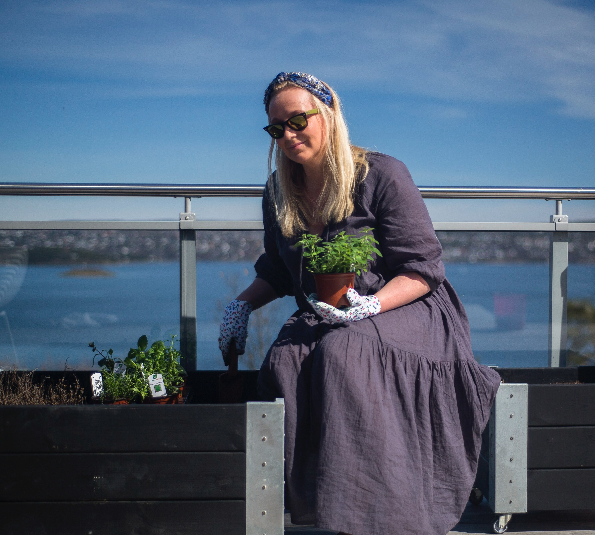 jannicke_planter_urter_takterrassen_april_2018-8457-1-3